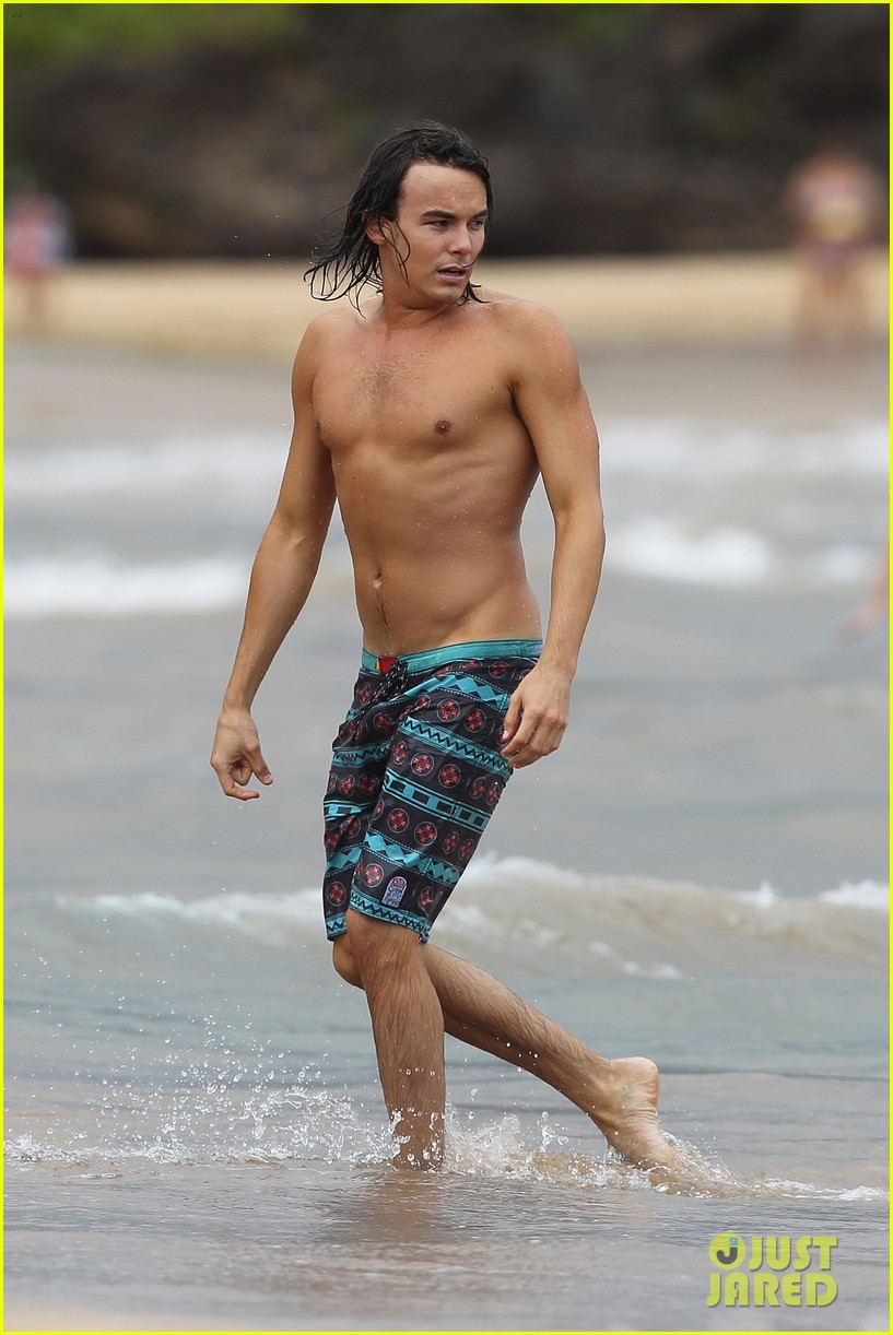 tyler blackburn hammock hottie pretty little liars 01