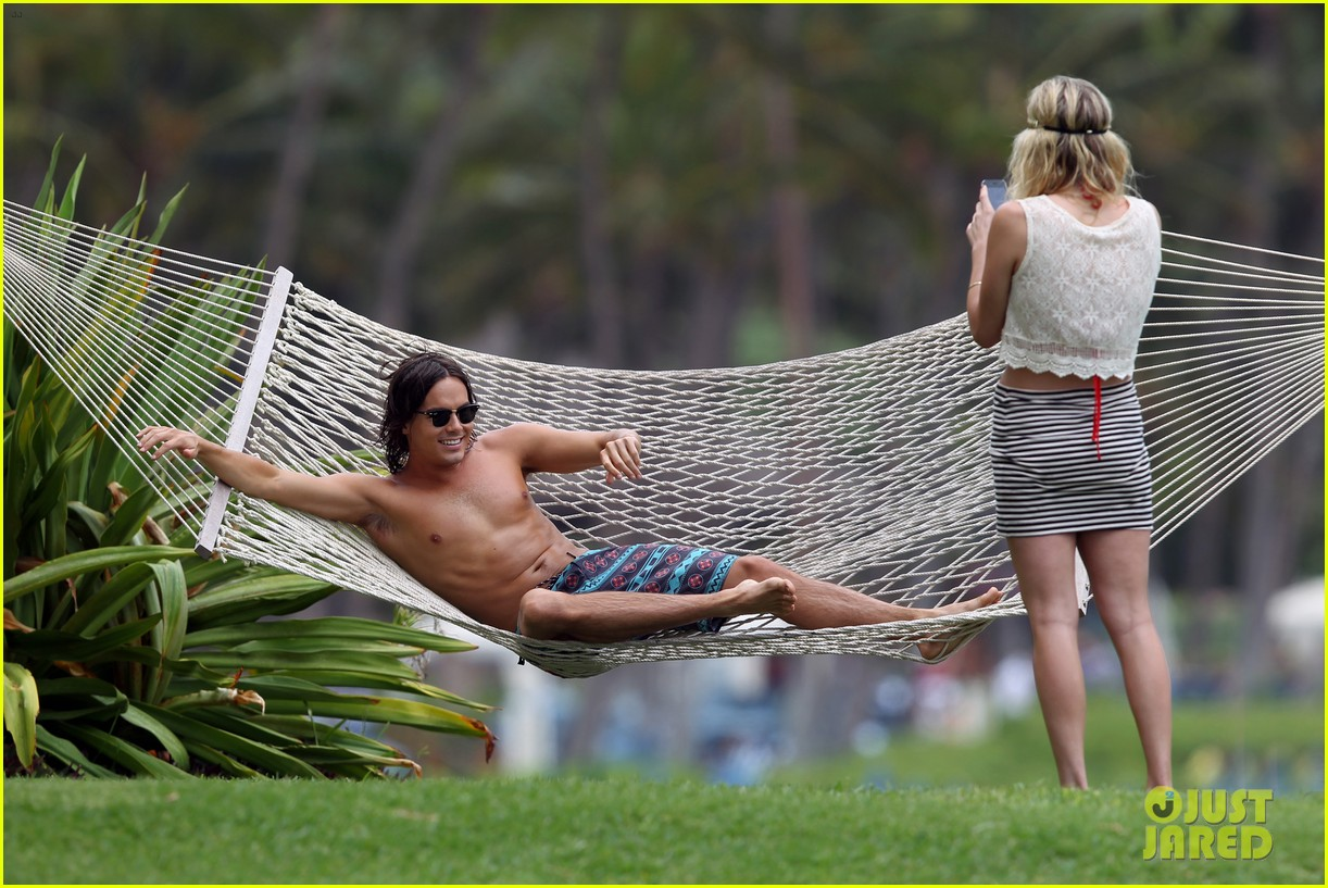 tyler blackburn hammock hottie pretty little liars 042695009