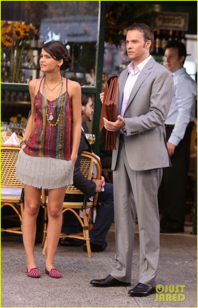 blake lively gossip girl set with barry watson 06