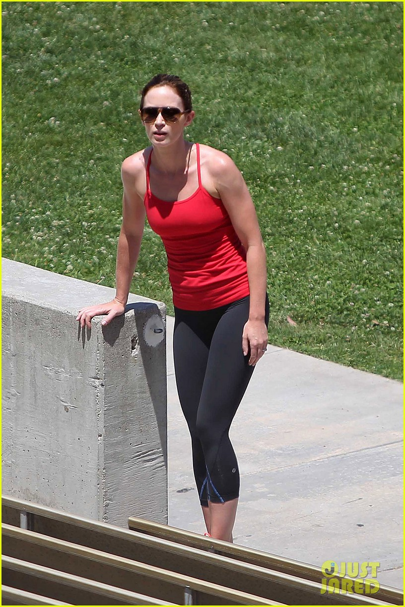 emily blunt workout 01