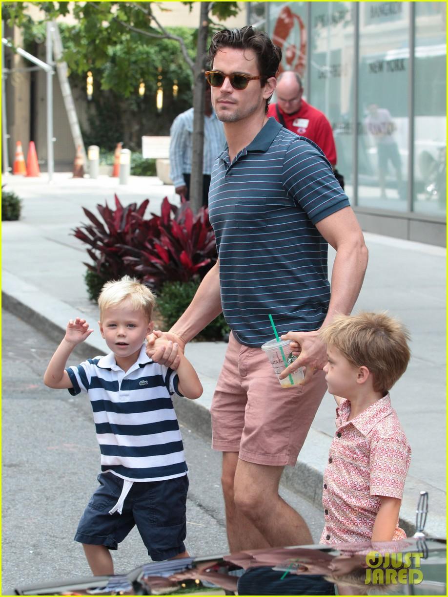 Мэтт бомер и его муж и дети фото