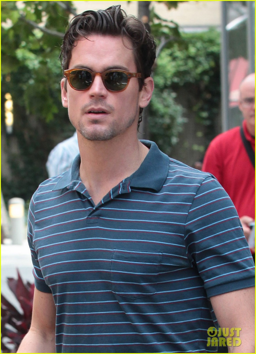 matt bomer hails a cab with henry walker 03