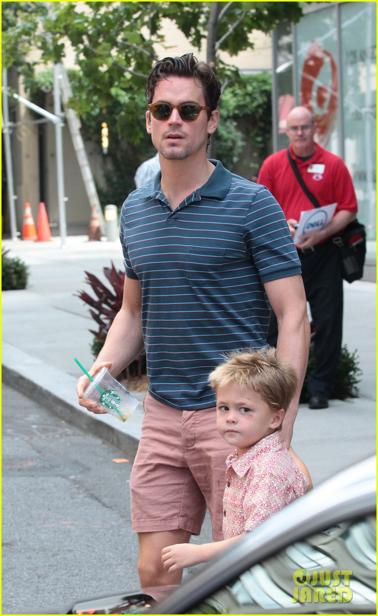 matt bomer hails a cab with henry walker 06