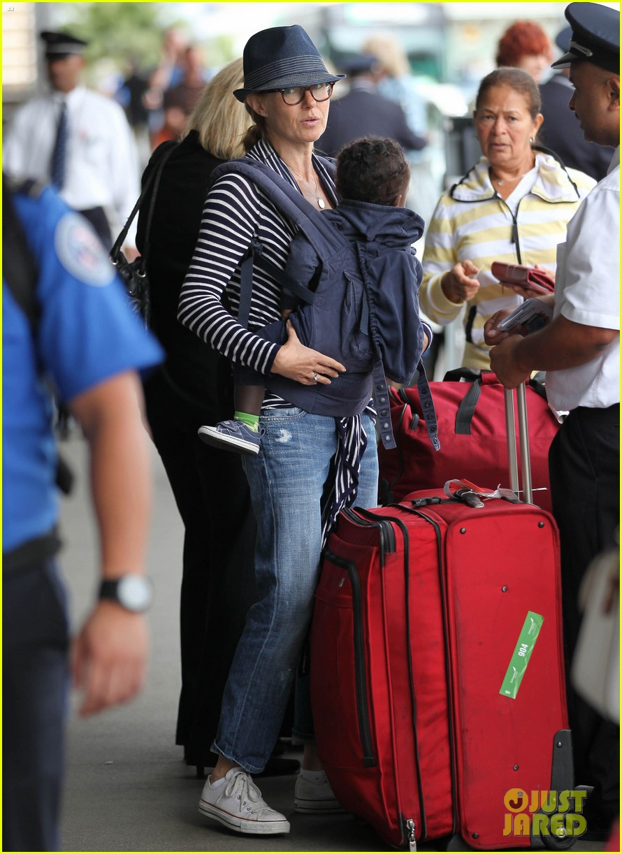 connie britton leaves los angeles with eyob 082688683