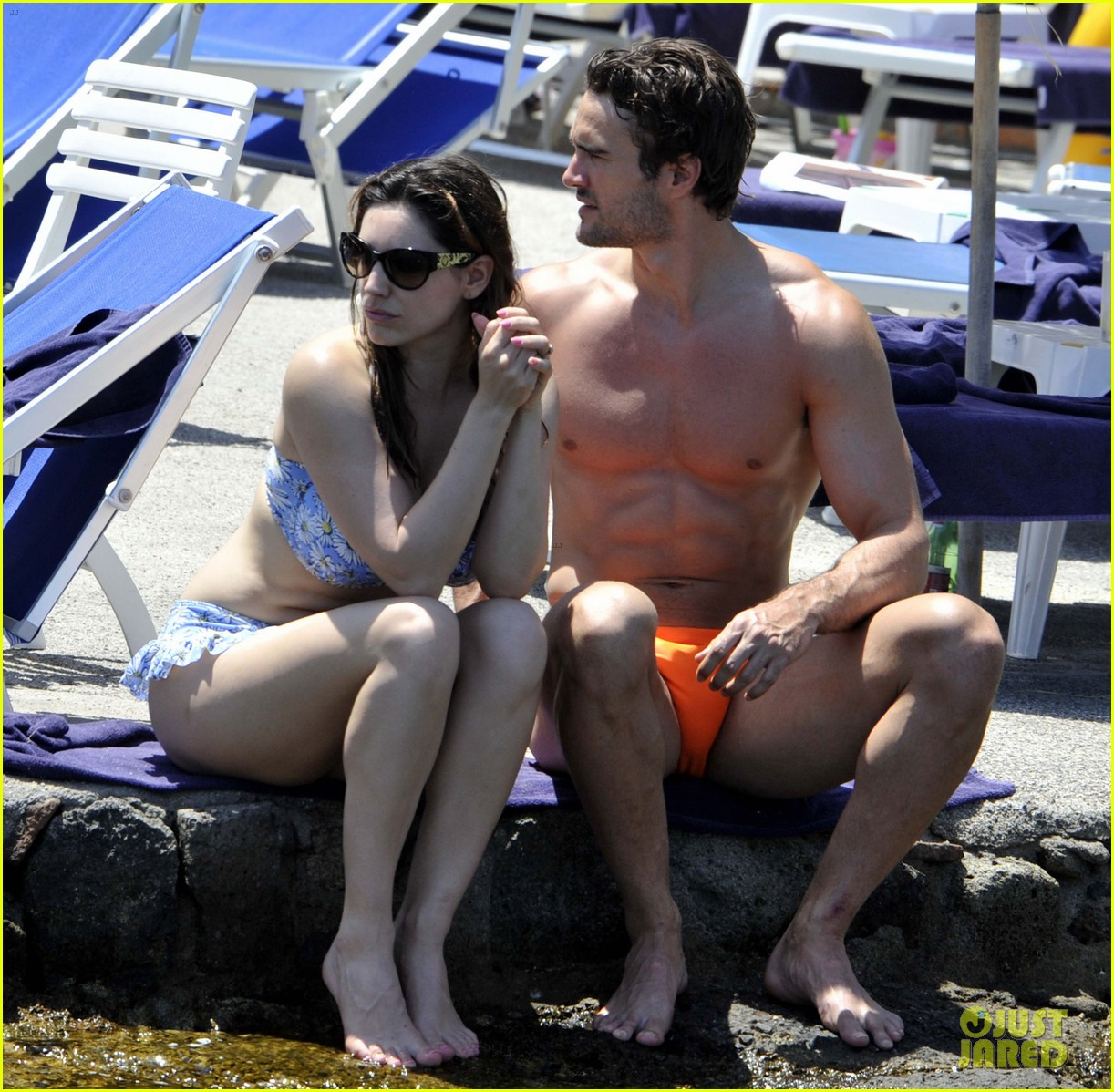 bikini clad kelly brook kisses shirtless thom evans in ischia 12