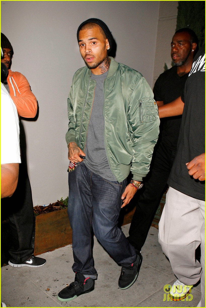 chris brown grills out at av nightclub 012682383