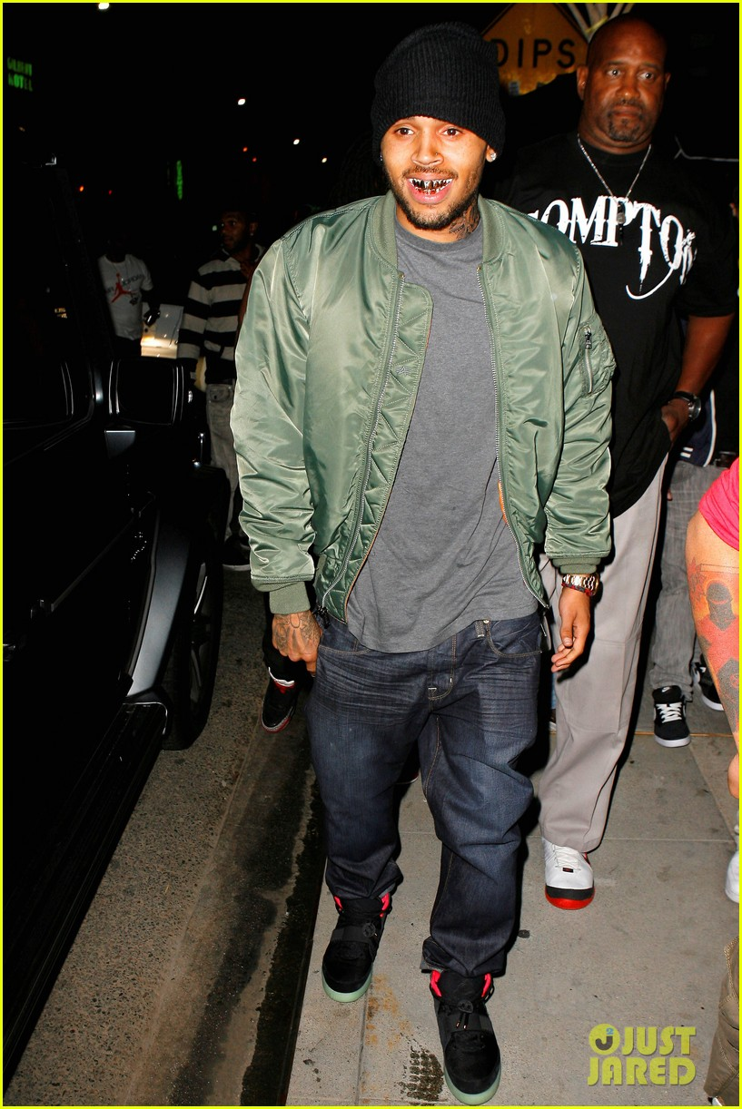 chris brown grills out at av nightclub 05
