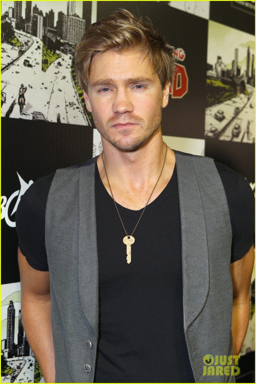 chad michael murray comic con party with kenzie dalton 10