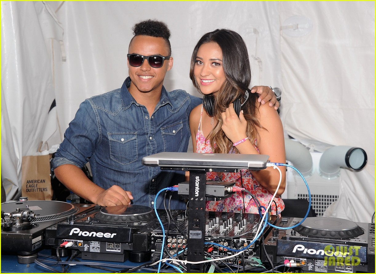 connor cruise live your life launch with shay mitchell 21
