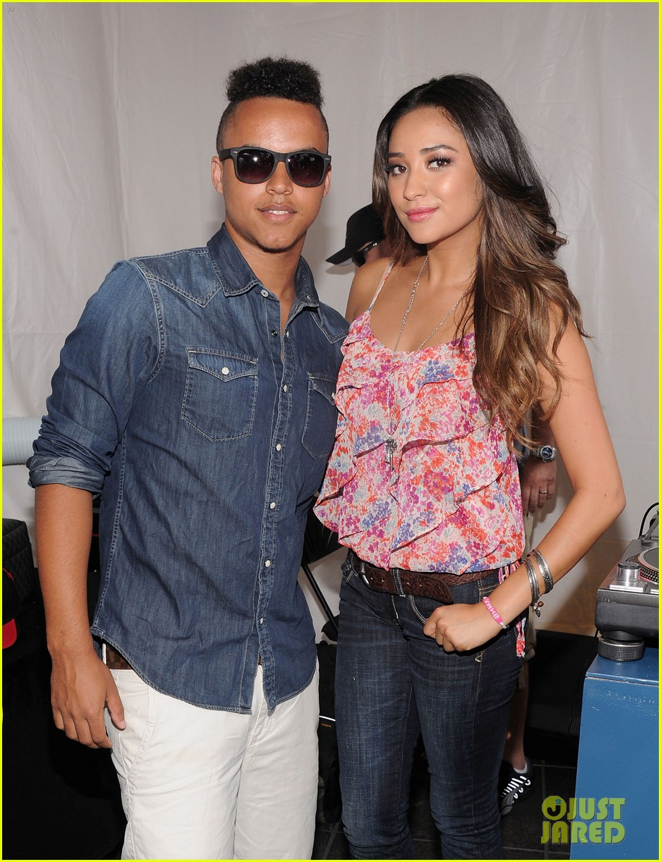 connor cruise live your life launch with shay mitchell 23
