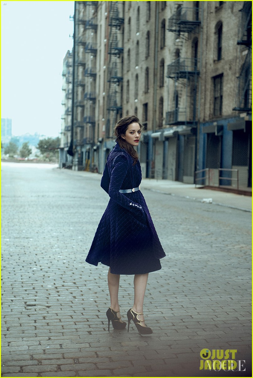 marion cotillard covers vogue august 2012 05
