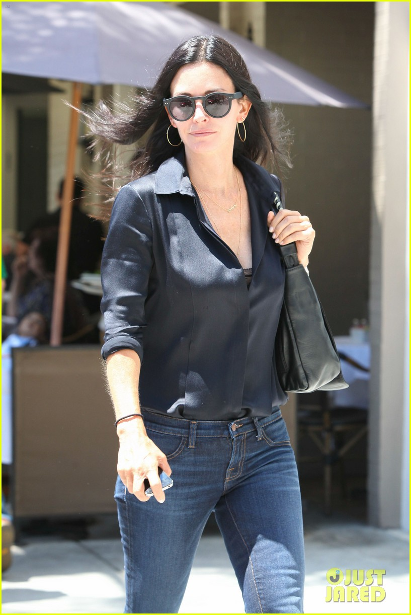 courteney cox lunch with gal pal 07
