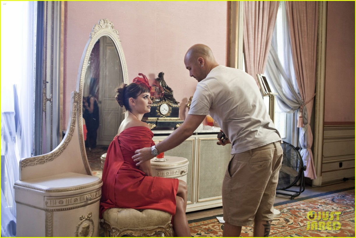 penelope cruz campari calendar shoot behind the scenes pics 06