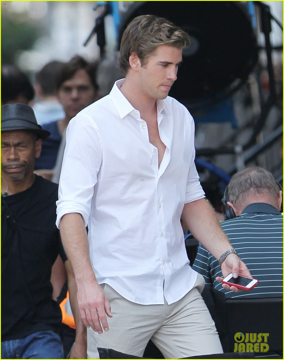 miley cyrus shops in nyc liam hemsworth films in philly 10