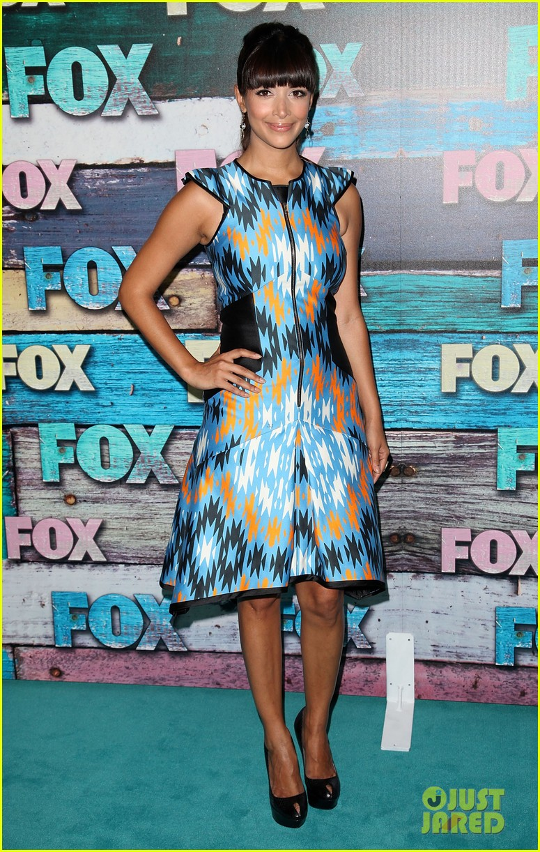 zooey deschanel mindy kaling fox all star party 102691288