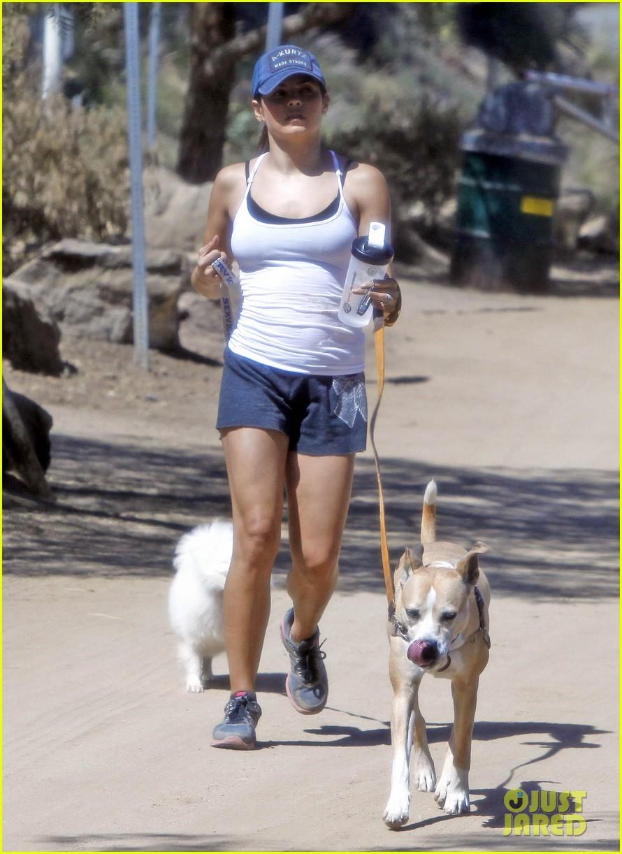 jenna dewan dog walk 02