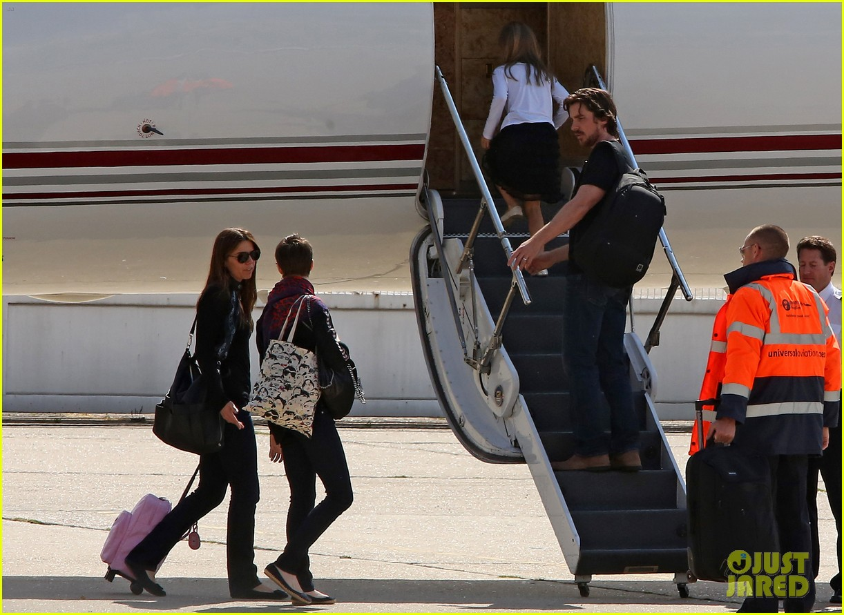 anne hathaway christian bale leaving paris 052690208