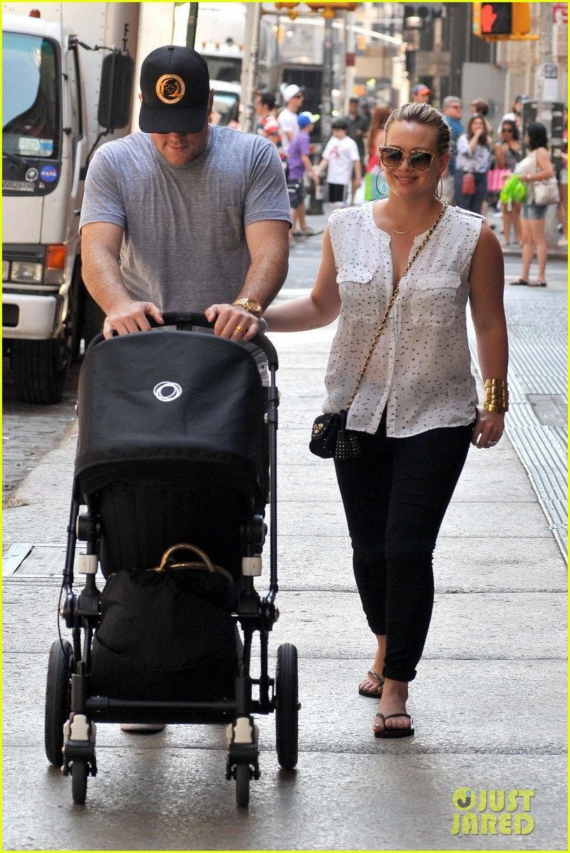 Hilary Duff Mike Comrie Big Apple Stroll With Luca Photo