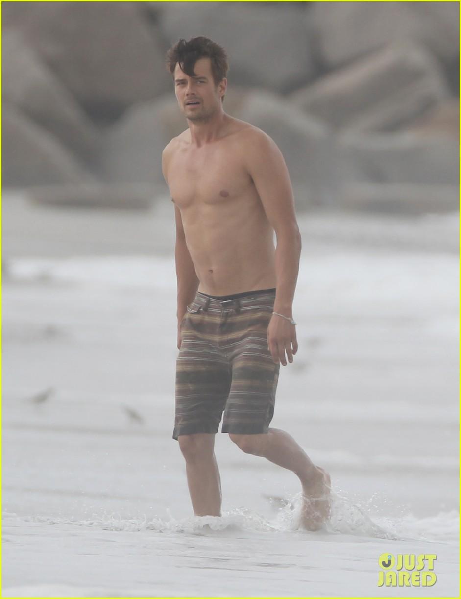 josh duhamel shirtless beach filming 022694547