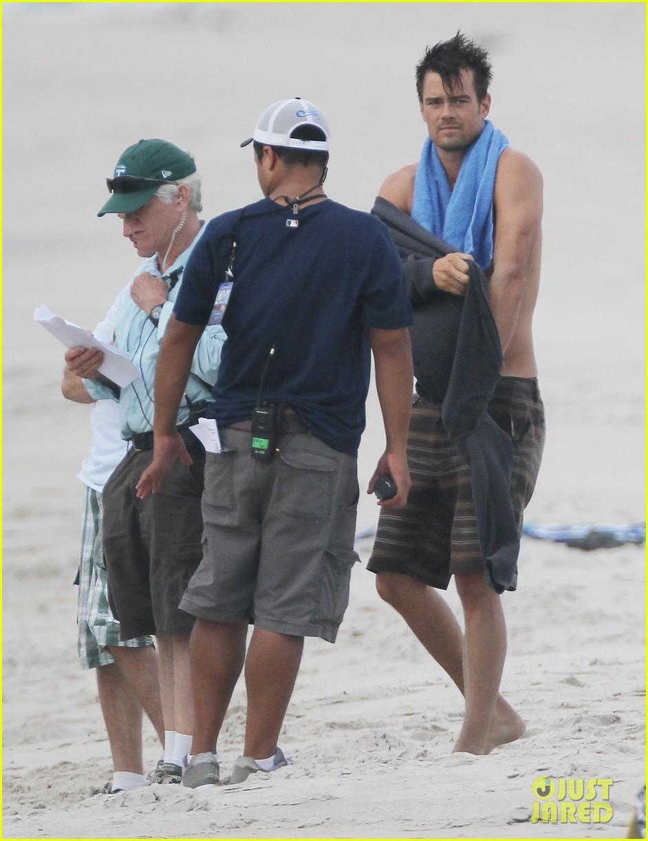 josh duhamel shirtless beach filming 05