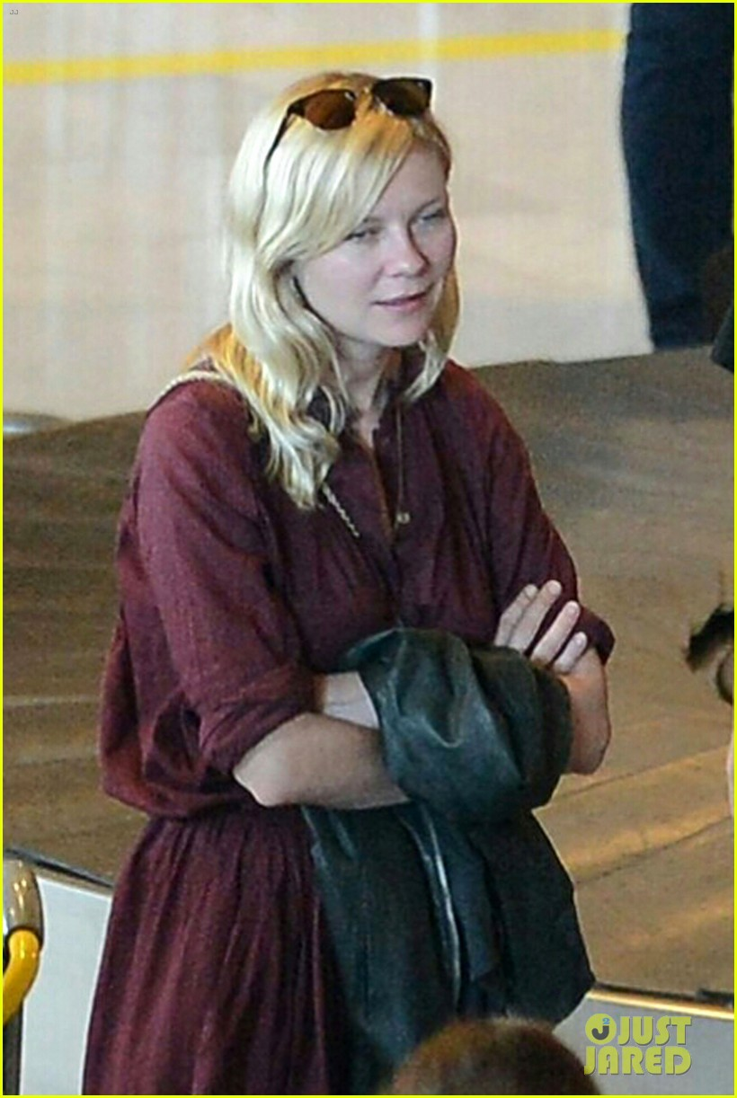 kirsten dunst touch down paris 01