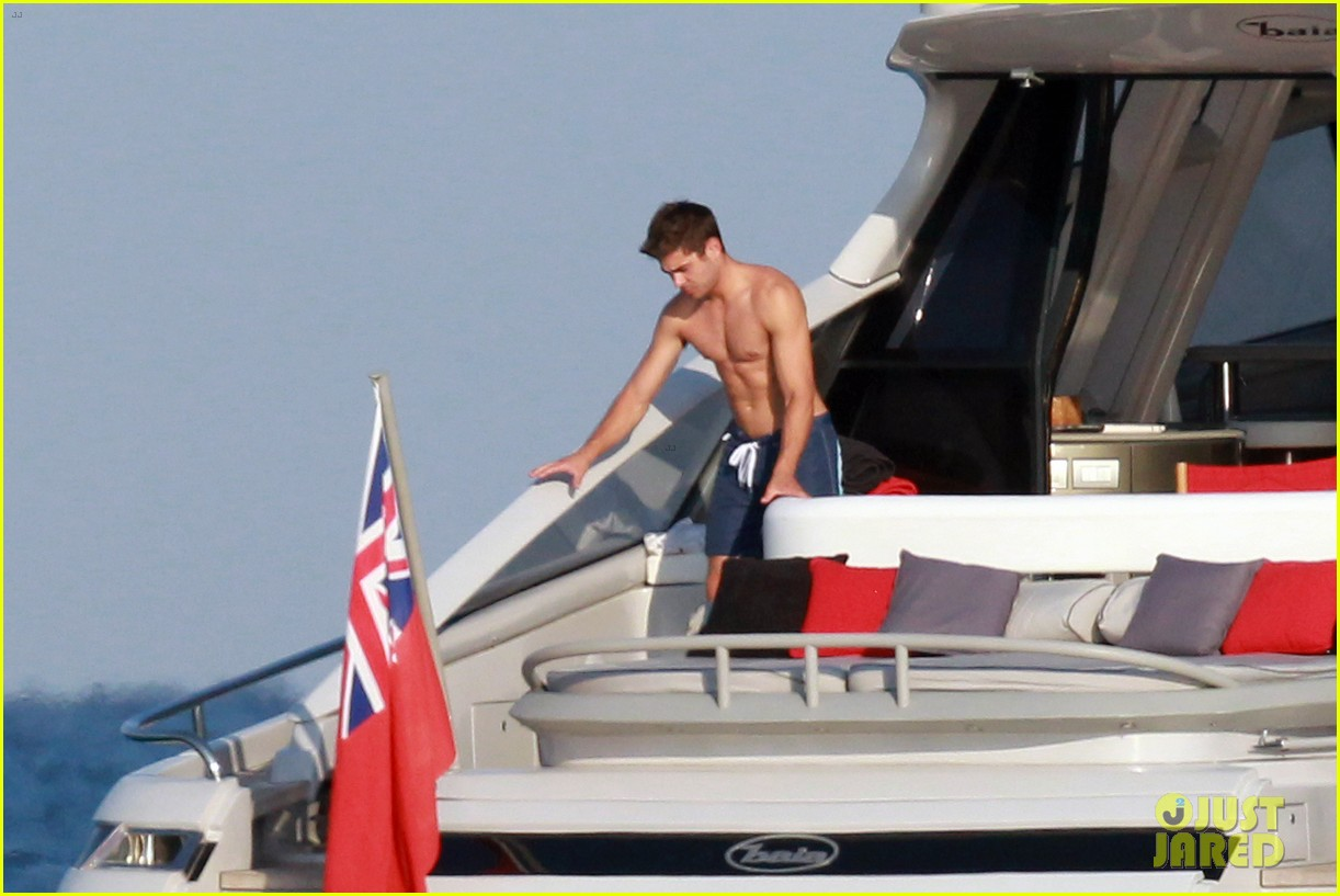 zac efron shirtless july 4 saint tropez 07