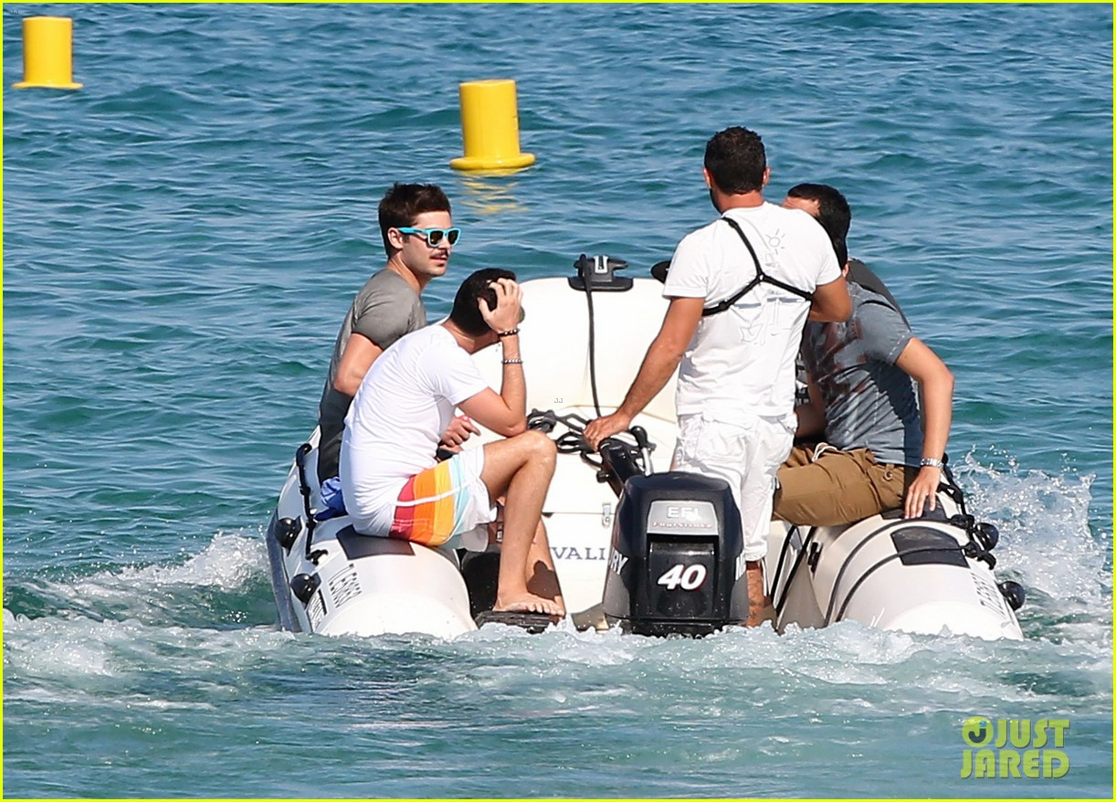 zac efron shirtless july 4 saint tropez 18