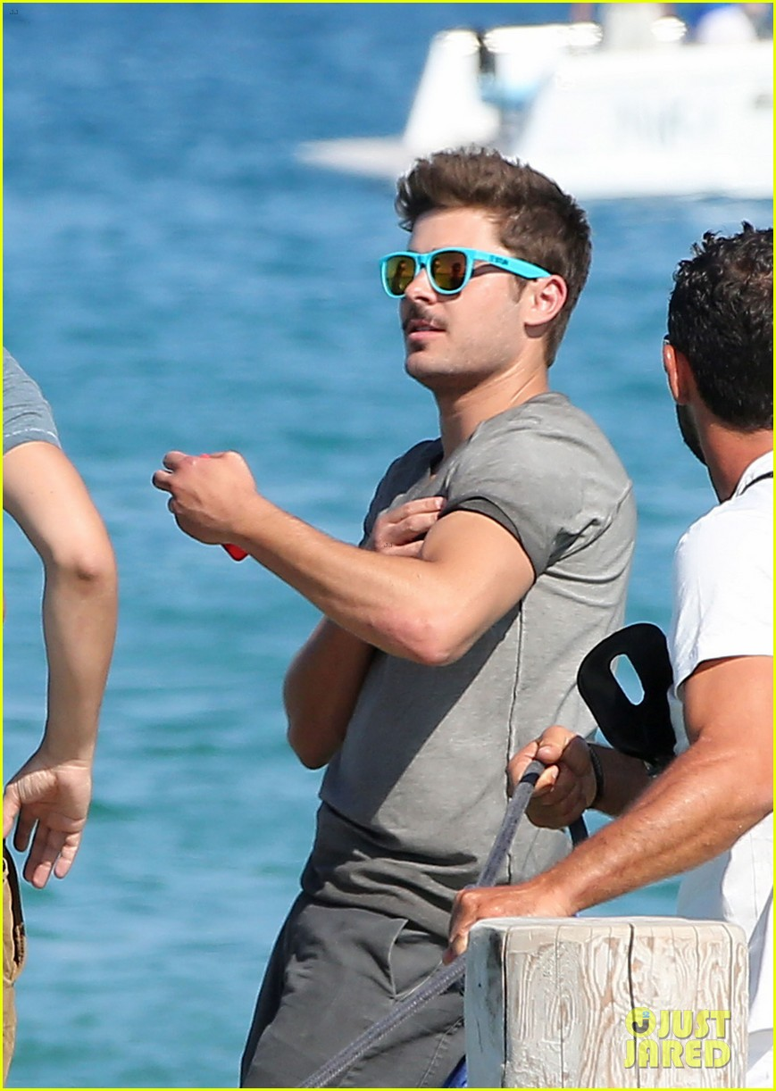 zac efron shirtless july 4 saint tropez 21