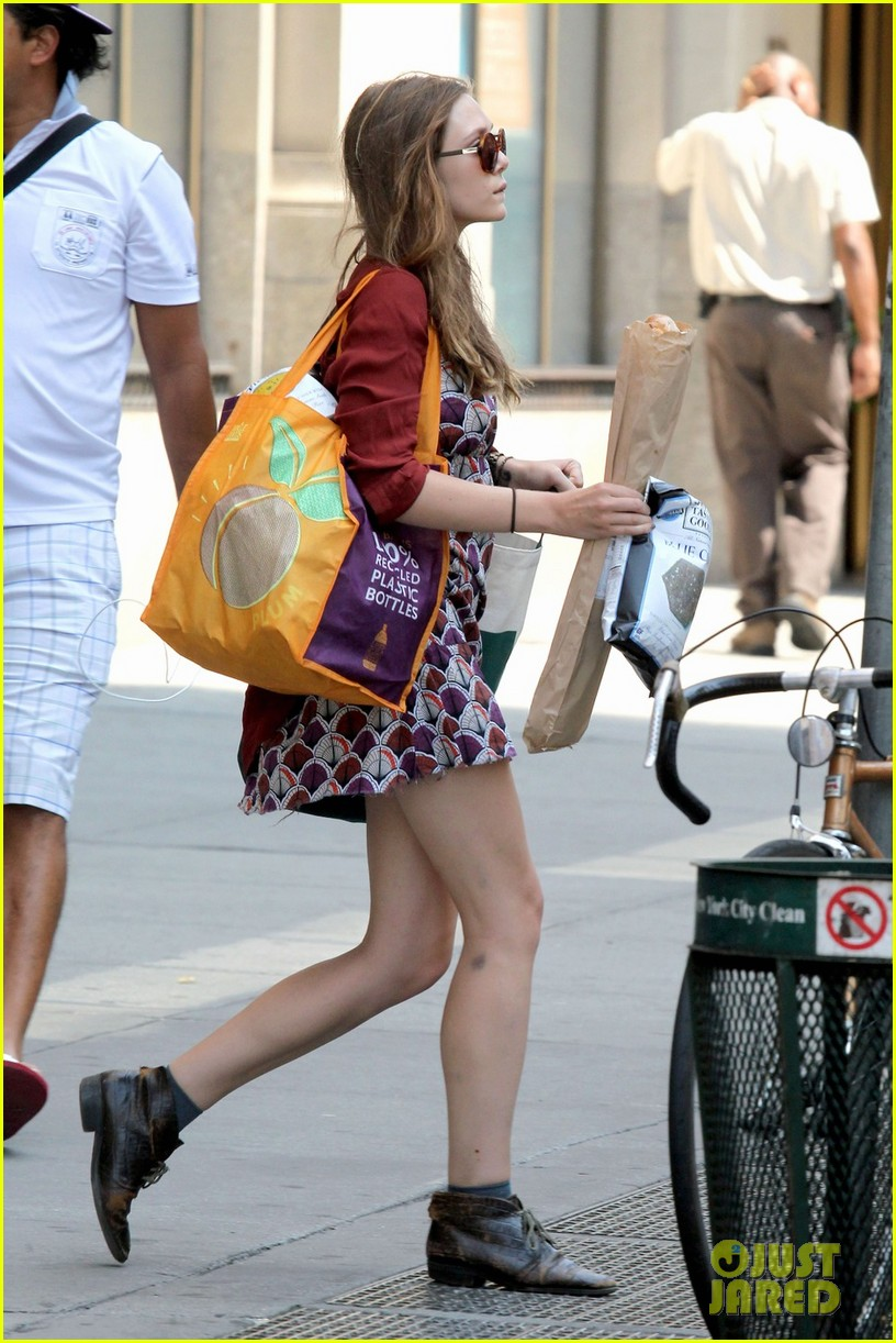 elizabeth olsen whole foods shopper 05