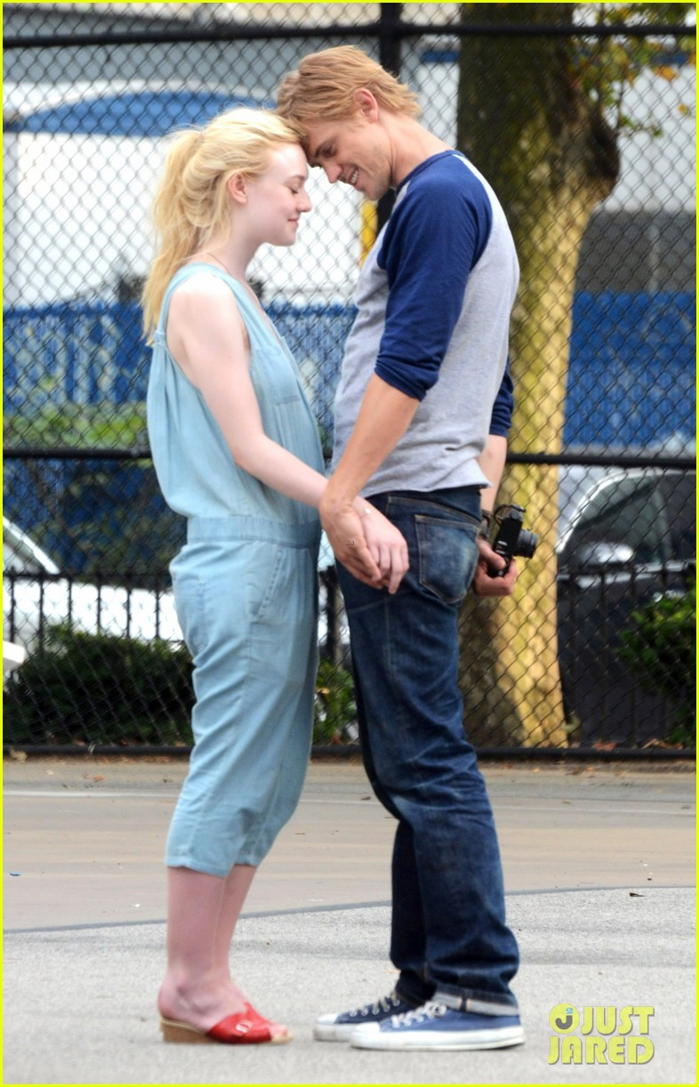 dakota fanning very good girls boyd holbrook 032683244