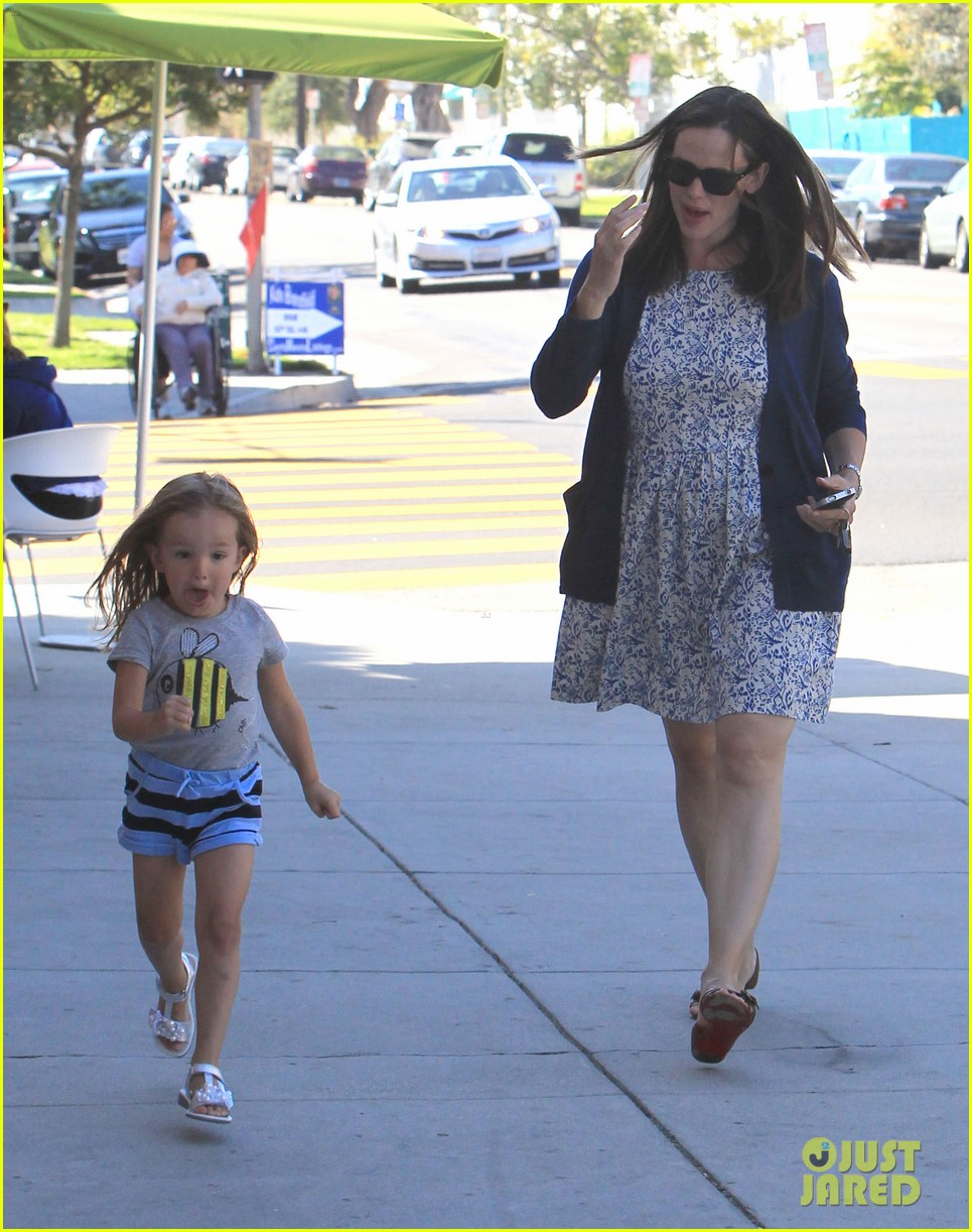 jennifer garner menchies with seraphina 08