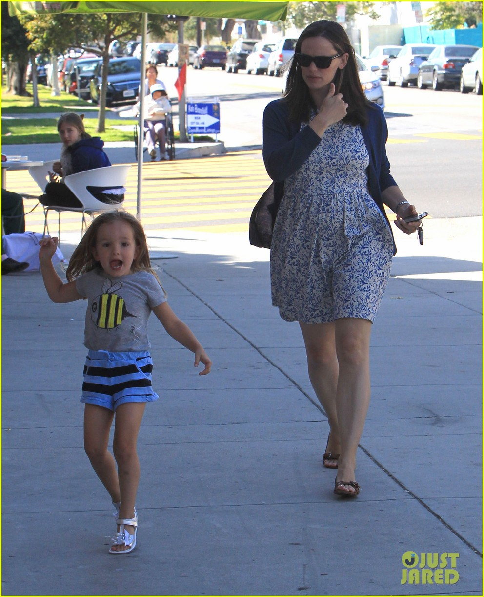 jennifer garner menchies with seraphina 10