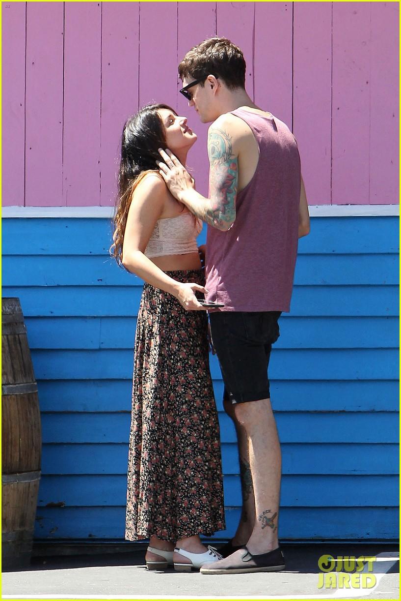 shenae grimes josh beech pinks kisses 07