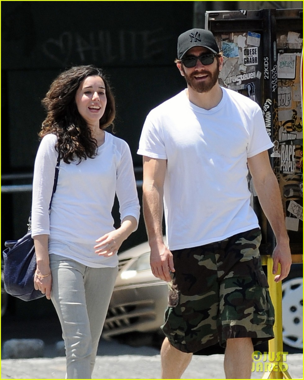 jake gyllenhall soho saturday with mystery gal 102681544