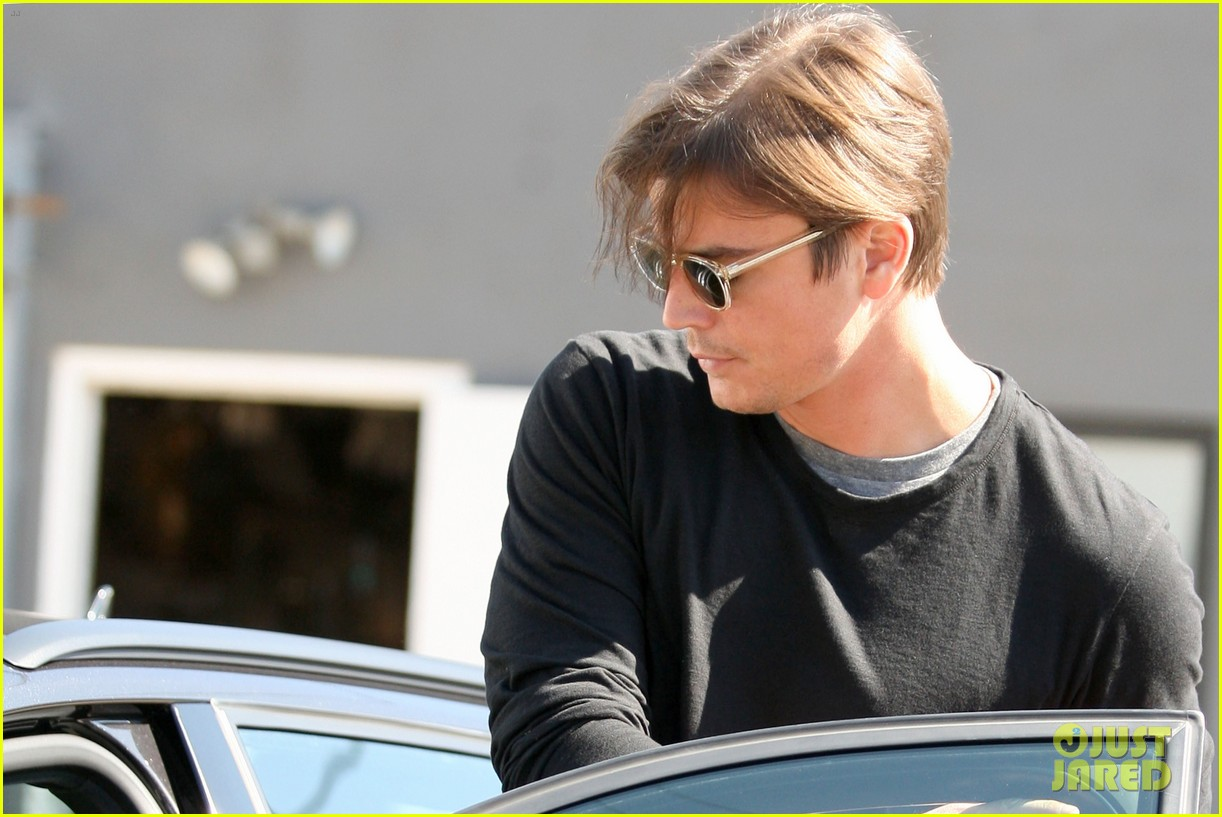 josh hartnett out for coffee 05