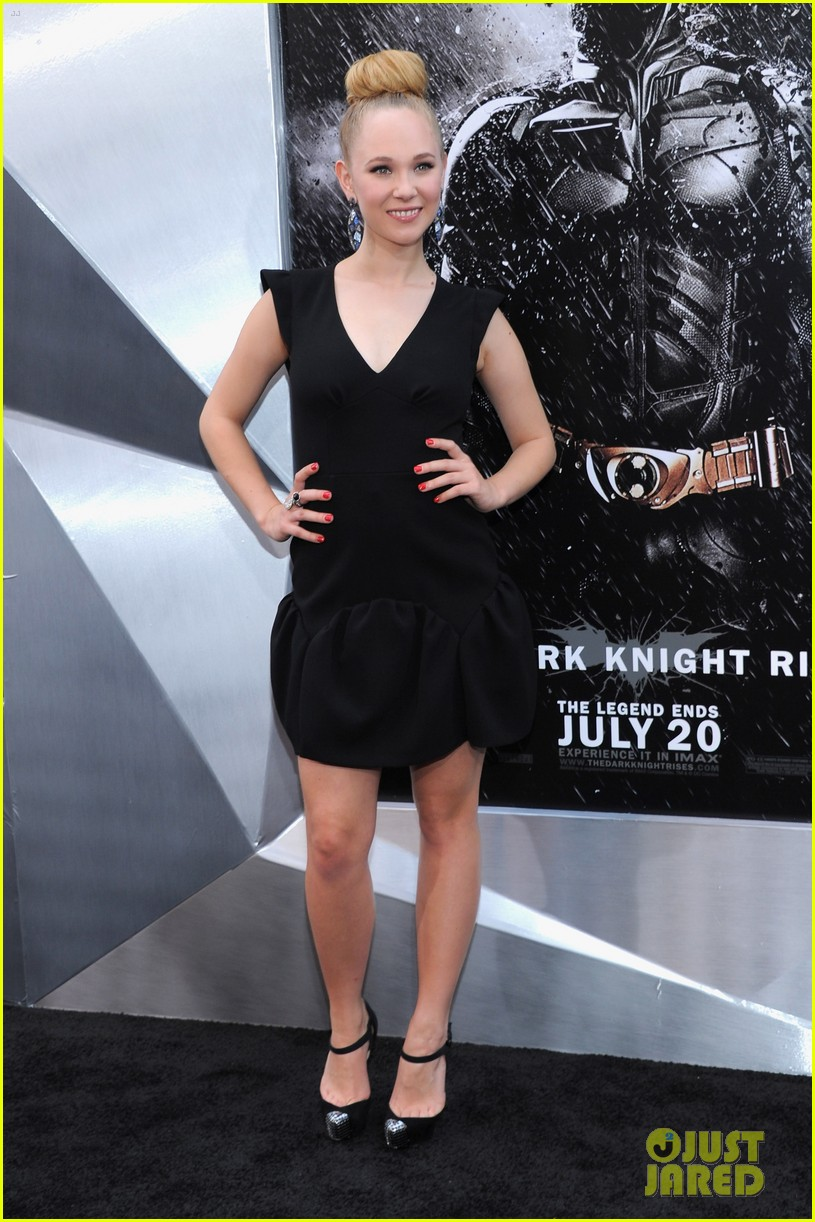 anne hathaway marion cotillard the dark knight rises premiere 03