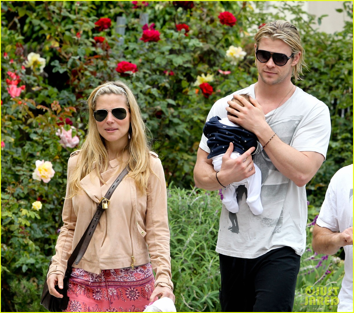 chris hemsworth elsa pataky kafe k india 24