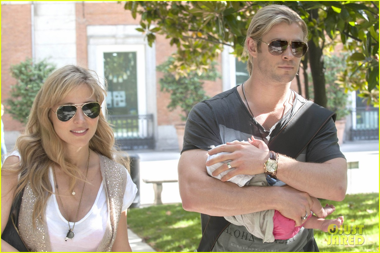 chris hemsworth elsa pataky thyssen museum with india 082683319