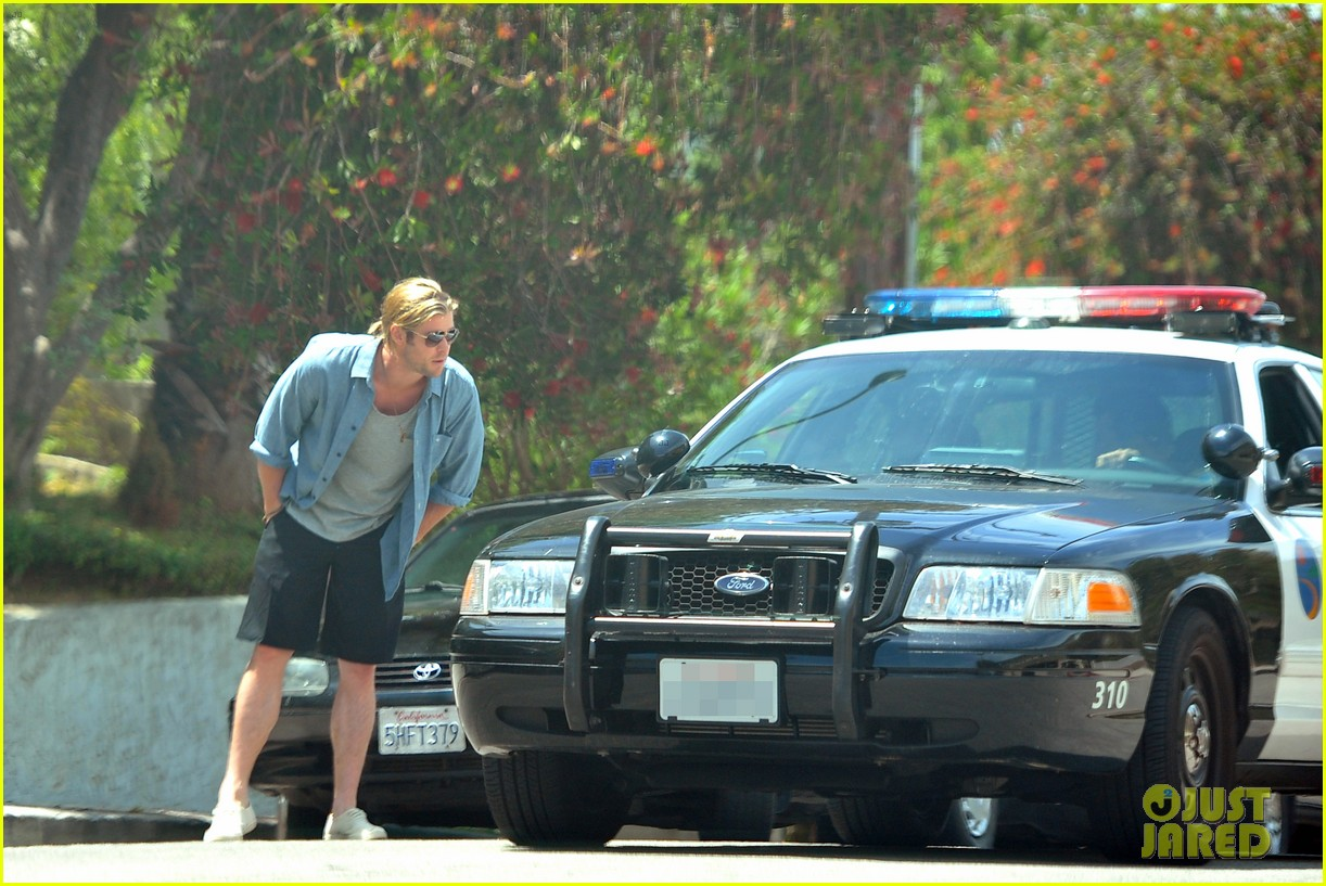 chris hemsworth police chat 05
