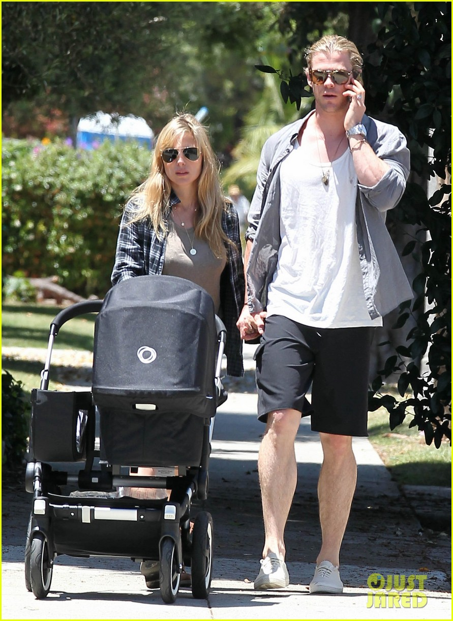 chris hemsworth elsa pataky santa monica stroll with baby india 092688652