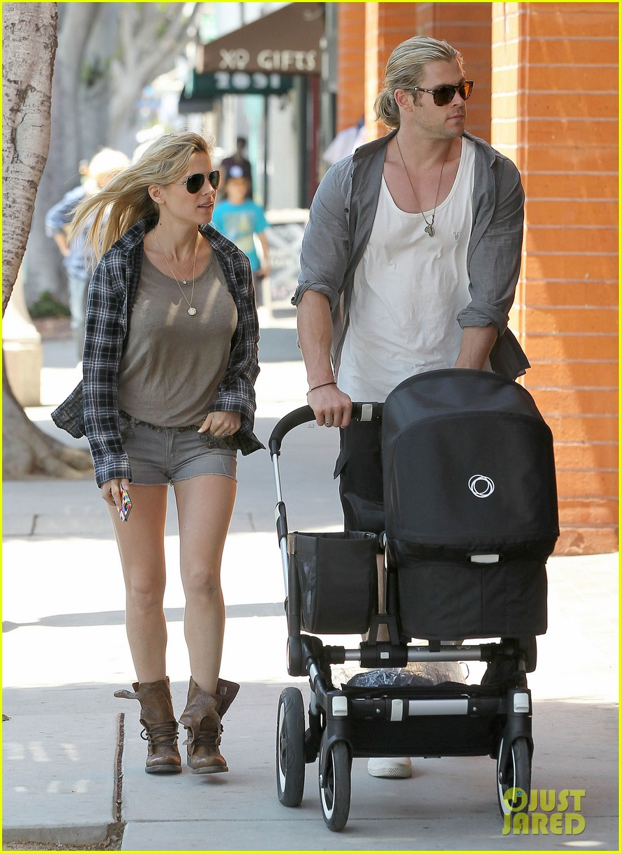 chris hemsworth elsa pataky santa monica stroll with baby india 15