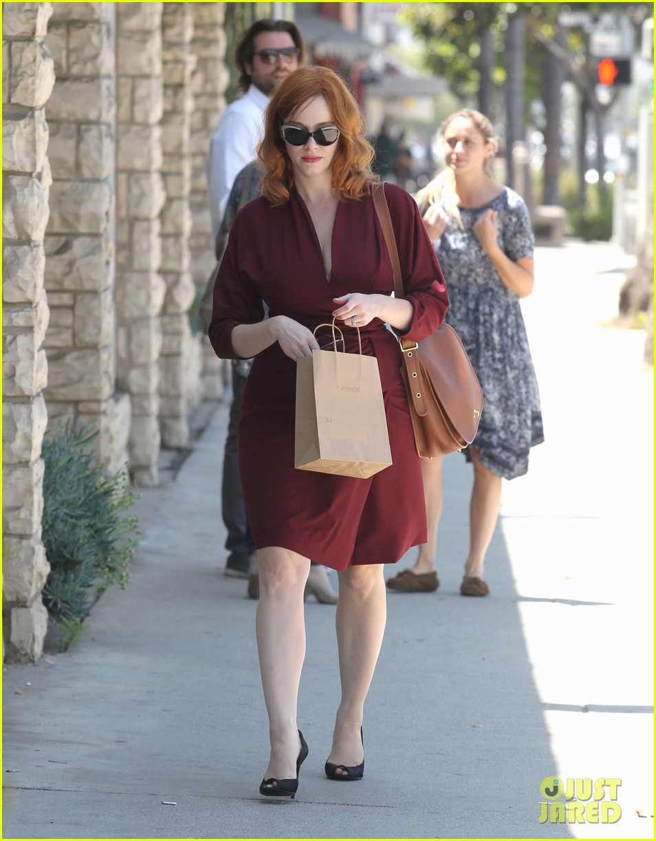 christina hendricks rummage shopper 012693048