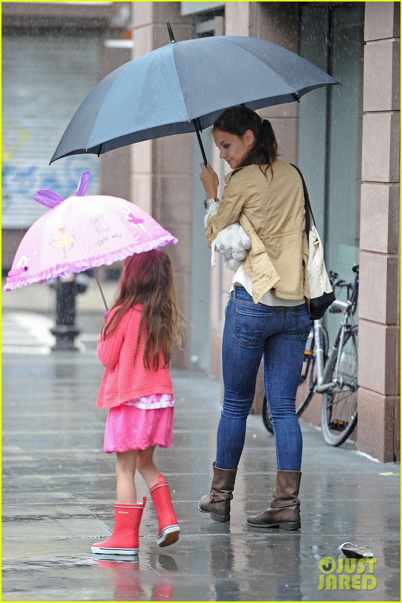 katie suri walking in the rain 01