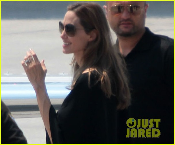 angelina jolie leaves bosnia 01
