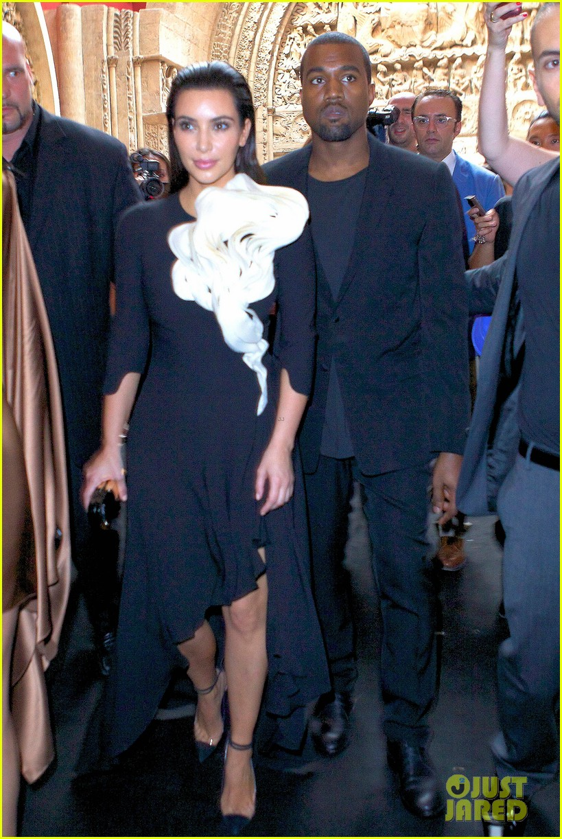 kim kardashian stephane rolland show with kanye west 03