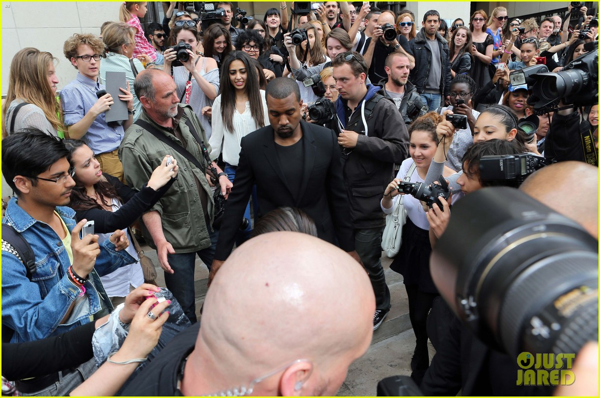 kim kardashian stephane rolland show with kanye west 08