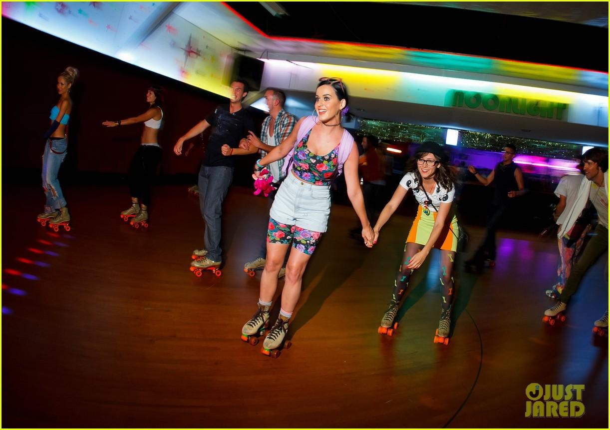Roller skates dance - Katy Perry Amber Heard Johnny Wujek S Rollerskating Birthday Party Photo 2688402 Amber Heard Hayden Christensen Johnny Wujek Katy Perry