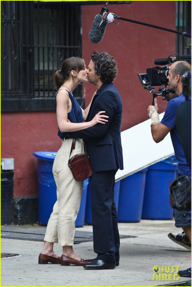 keira knightley mark ruffalo kiss 09