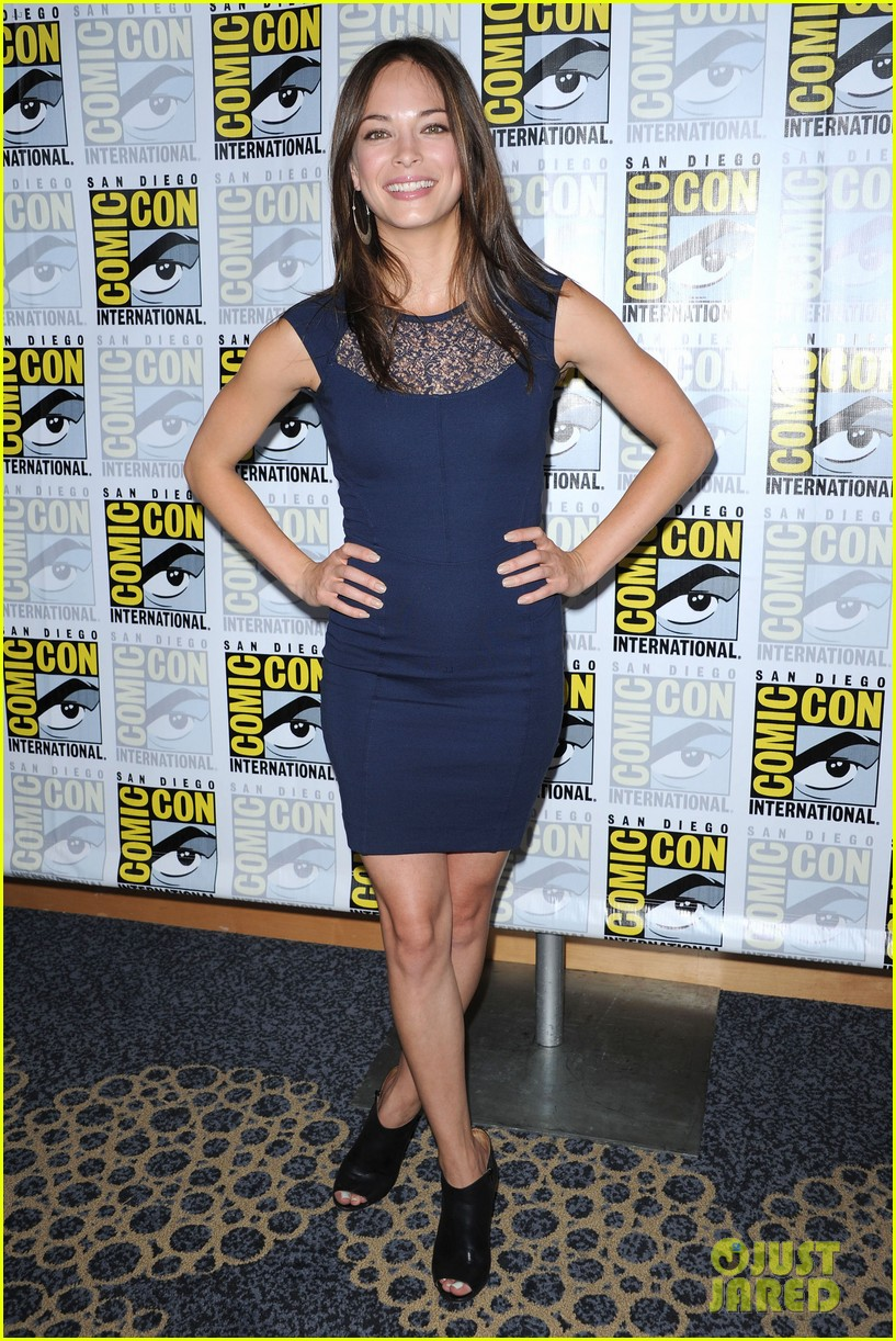 kristin kreuk jay ryan beauty and the beast at comic con 012686697