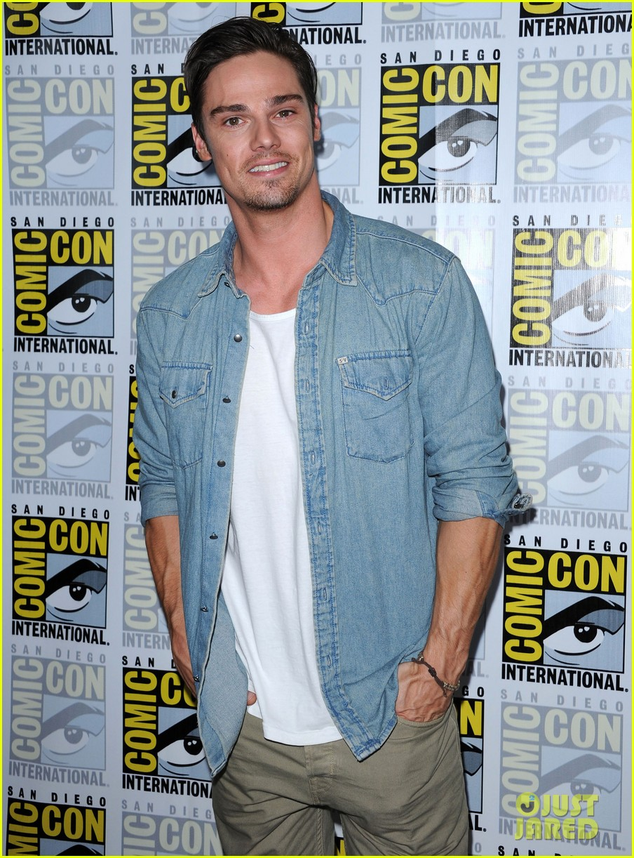 jay ryan height weight